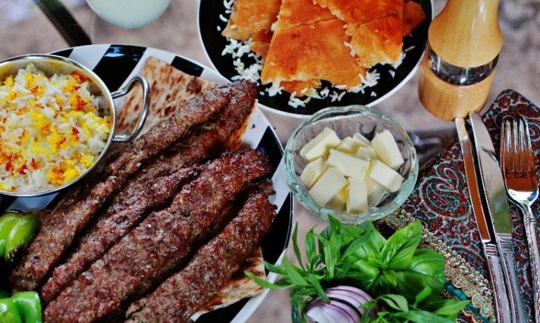 """Mititei Kebab Satay sau """"kabob"""" persan"""