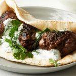 O dilemă mioritică: de ce nu prea avem preparate cu carne tocată de oaie?